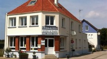 QUEND-PLAGE, building ideal for icecream, pancakes or sandwiches shop, BandB